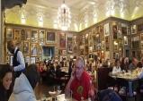 [특집] 관광객들이 찾는 식당과 현지인들이 선호하는 식당이 따로 있다