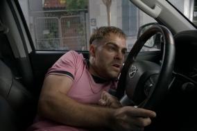 [영화] 극강밀실스릴러 〈4X4〉4륜구동 자동차에 갇힌 남자의 사투