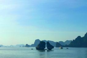 [최치선의 포토에세이] 베트남...하롱베이의 잉꼬바위 섬